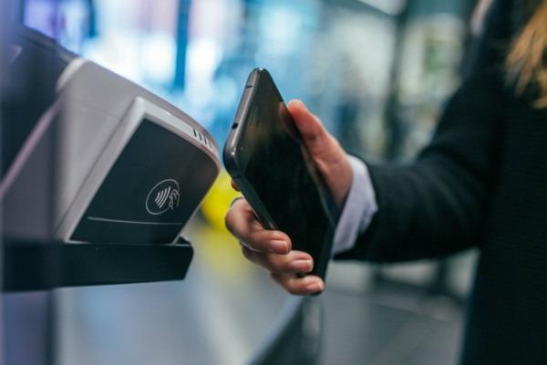Immer mehr Verbraucher zahlen digital
